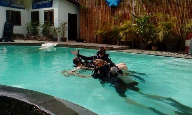 D13aDavy Jones Locker diving EFR rescue diver course